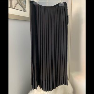 👗NWT Classy DKNY Accordion Black Pleated Skirt👗